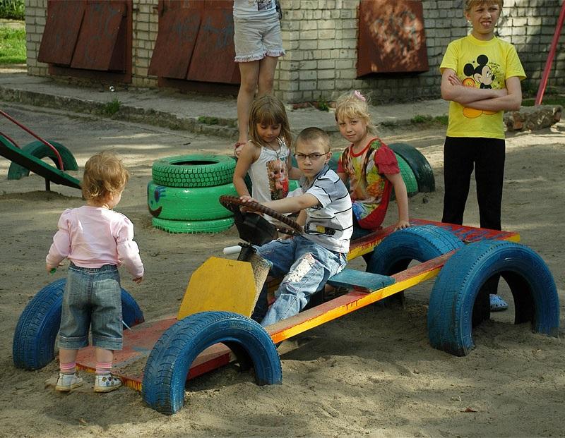 Детская площадка своими руками шины фото